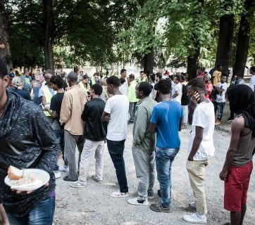 Migrants queuing in Como